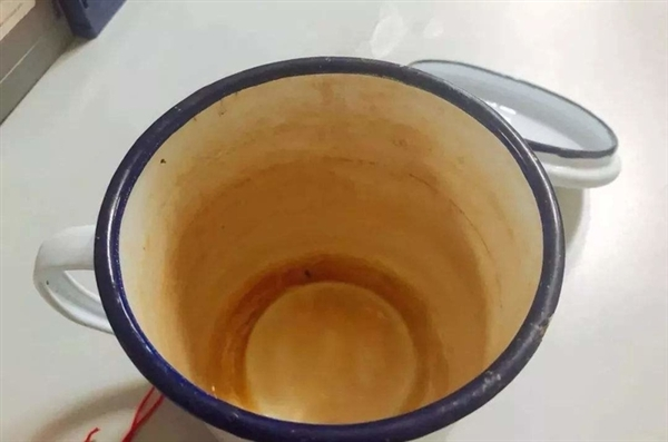 陈年老茶垢泡茶更有味儿?我劝你最好洗掉它