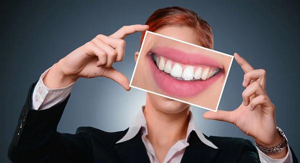 """牙齿矫正价格腰斩 年轻人距离""""牙套自由""""还有多远?"""
